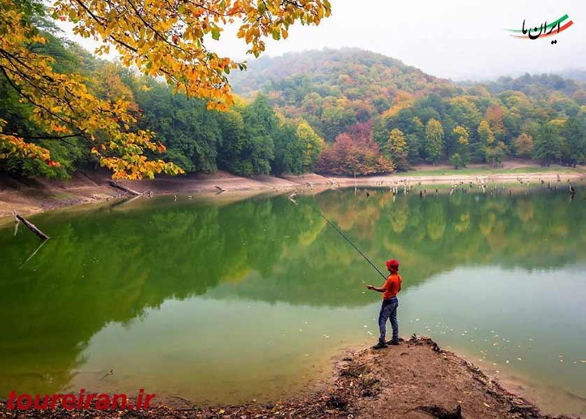 ماهیگیری در دریاچه چورت www.toureiran.ir
