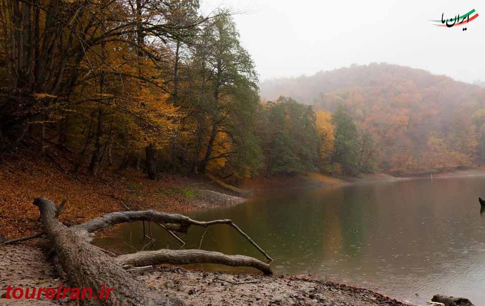 هوای مه آلود و زیبای دریاچه چورت www.toureiran.ir